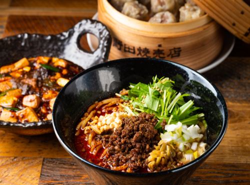 担々麺と麻婆豆腐とシュウマイの画像